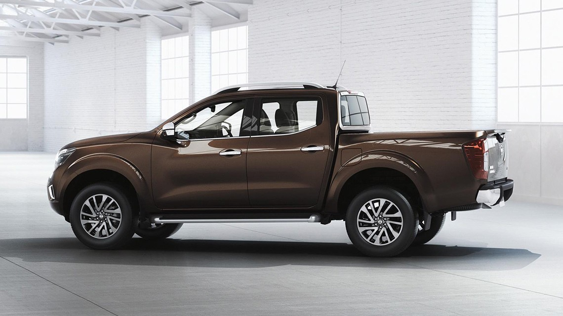 Nissan-Navara-2015-NP300-brown-Left