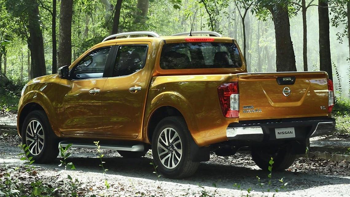 Nissan-Navara-2015-NP300-bush-trip