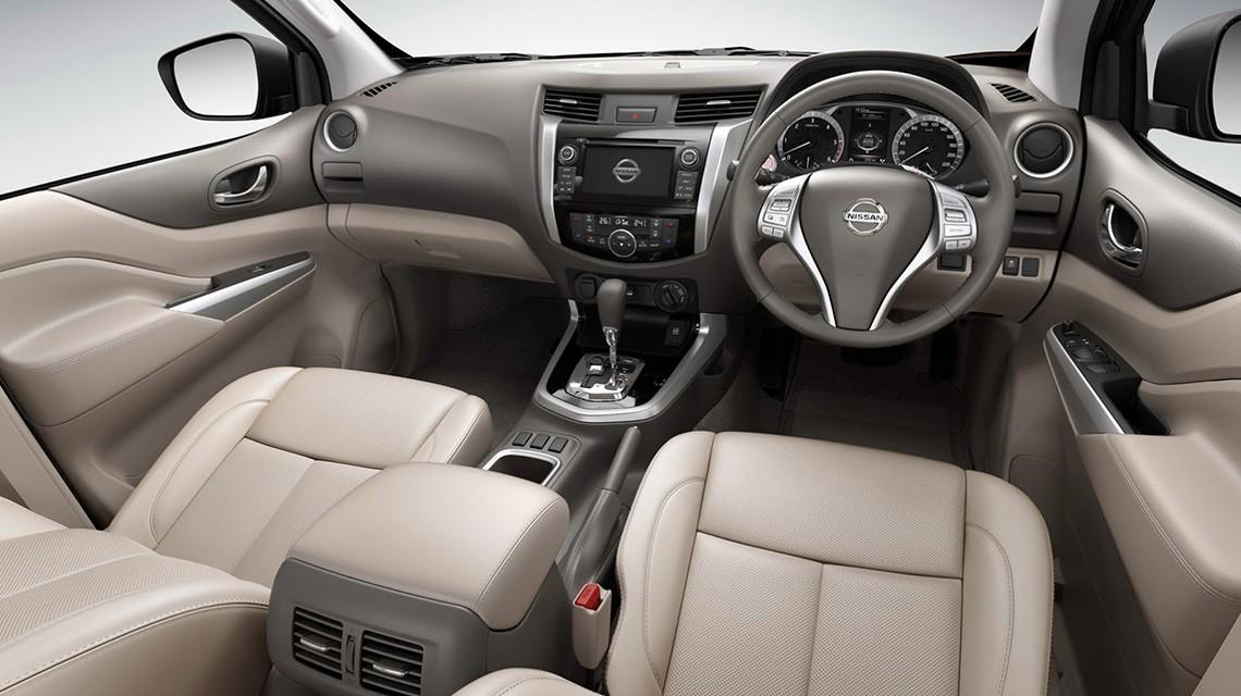 Nissan-Navara-2015-NP300-cabin