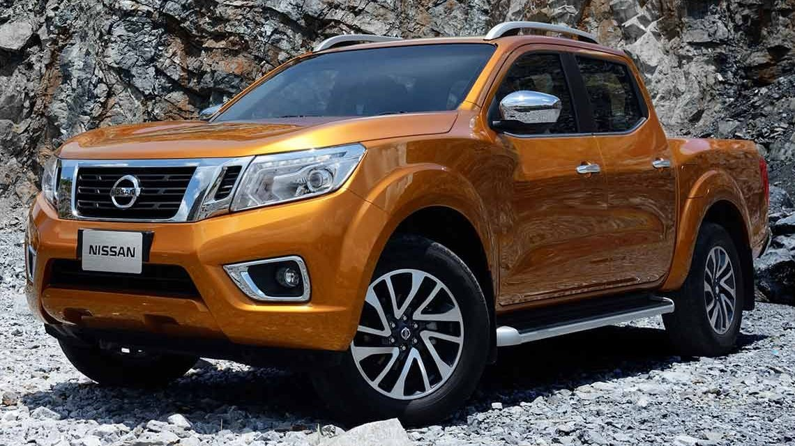 Nissan Navara 2015 NP300 Frontier front view