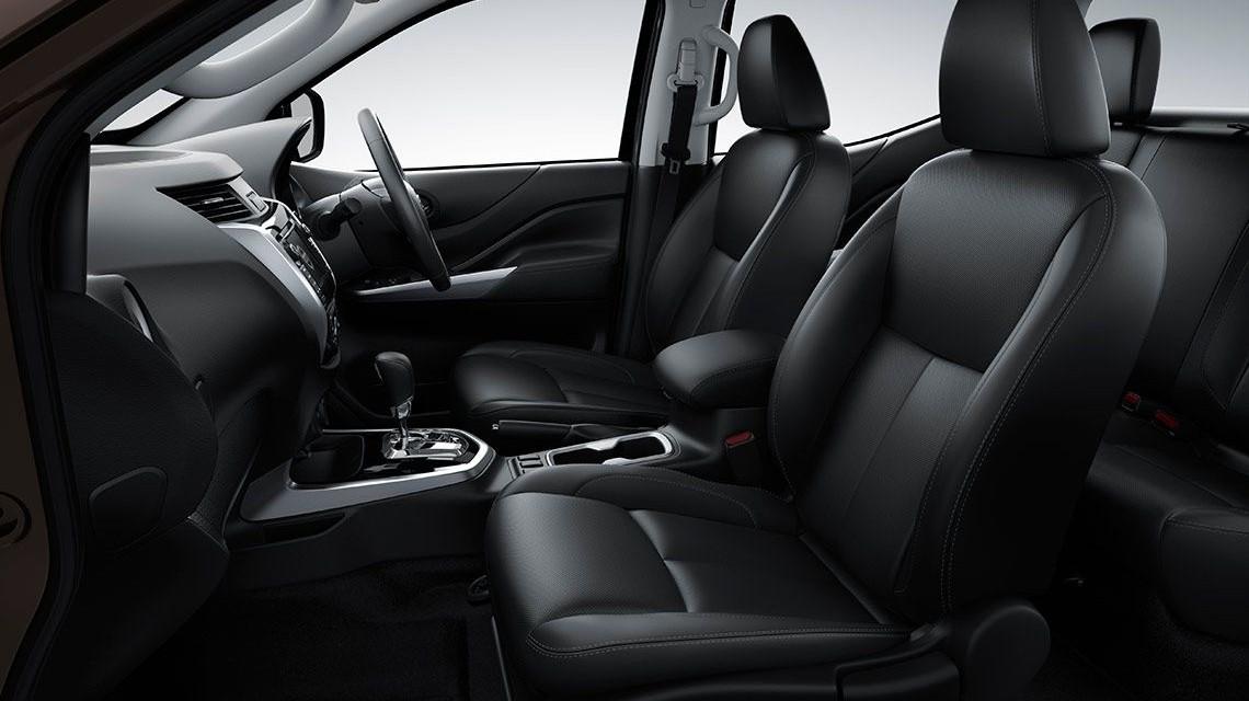 Nissan Navara 2015 NP300 Frontier interior