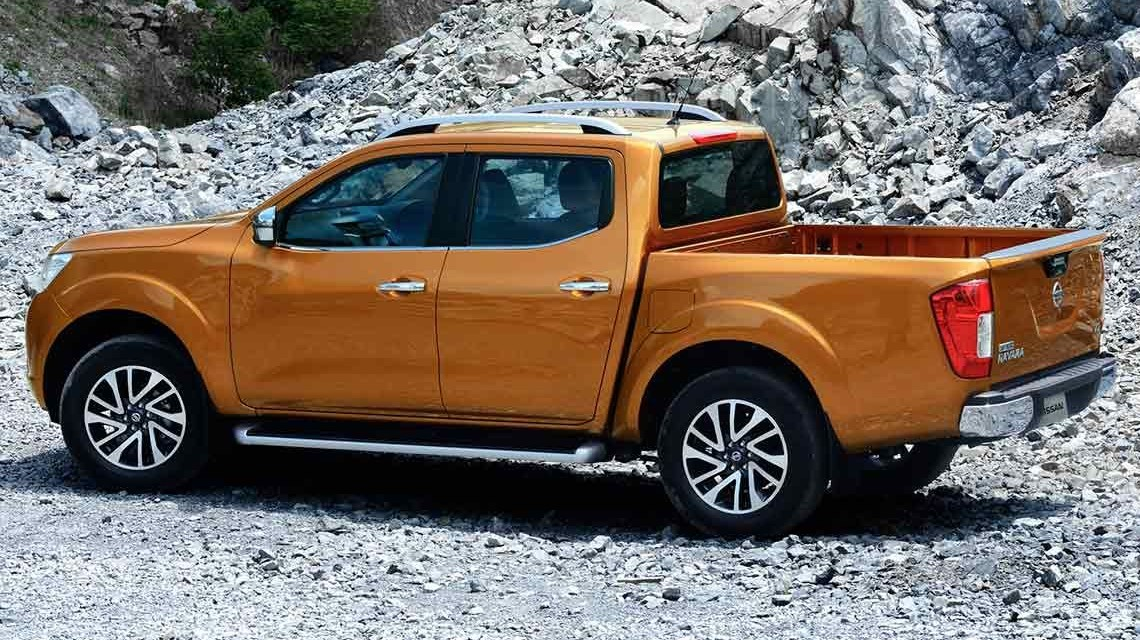 Nissan Navara 2015 NP300 Frontier left side