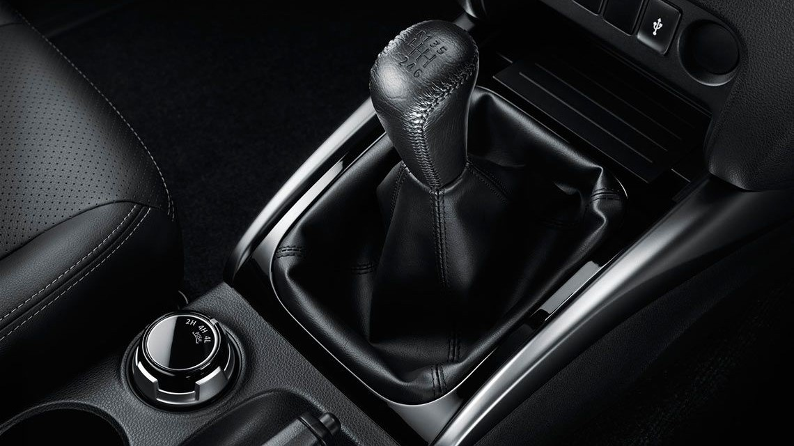 Triton 2015 2.4L Mivec VG-Turbo gear stick
