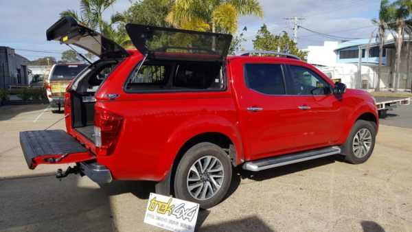 navara-2015-in-ax6red-open-windows