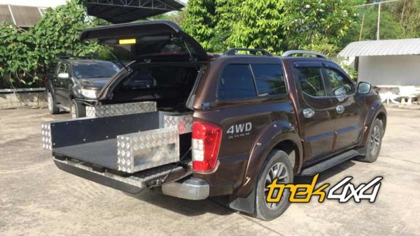 Easy slide tray slide fitten on Nissan Navara