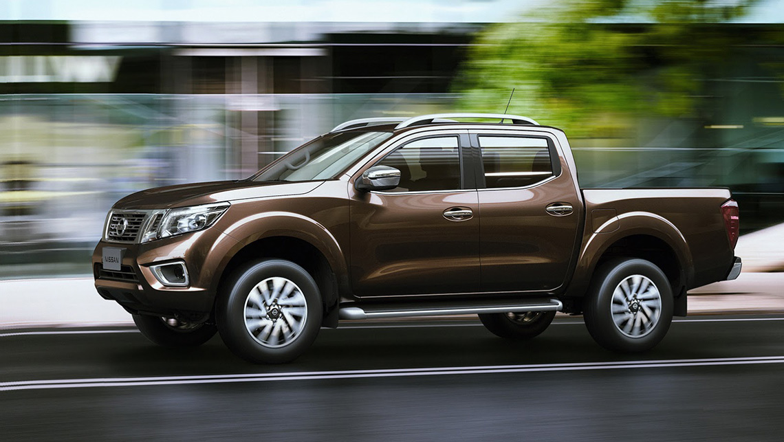 Nissan-Navara-2015-NP300-city-driving.jpg