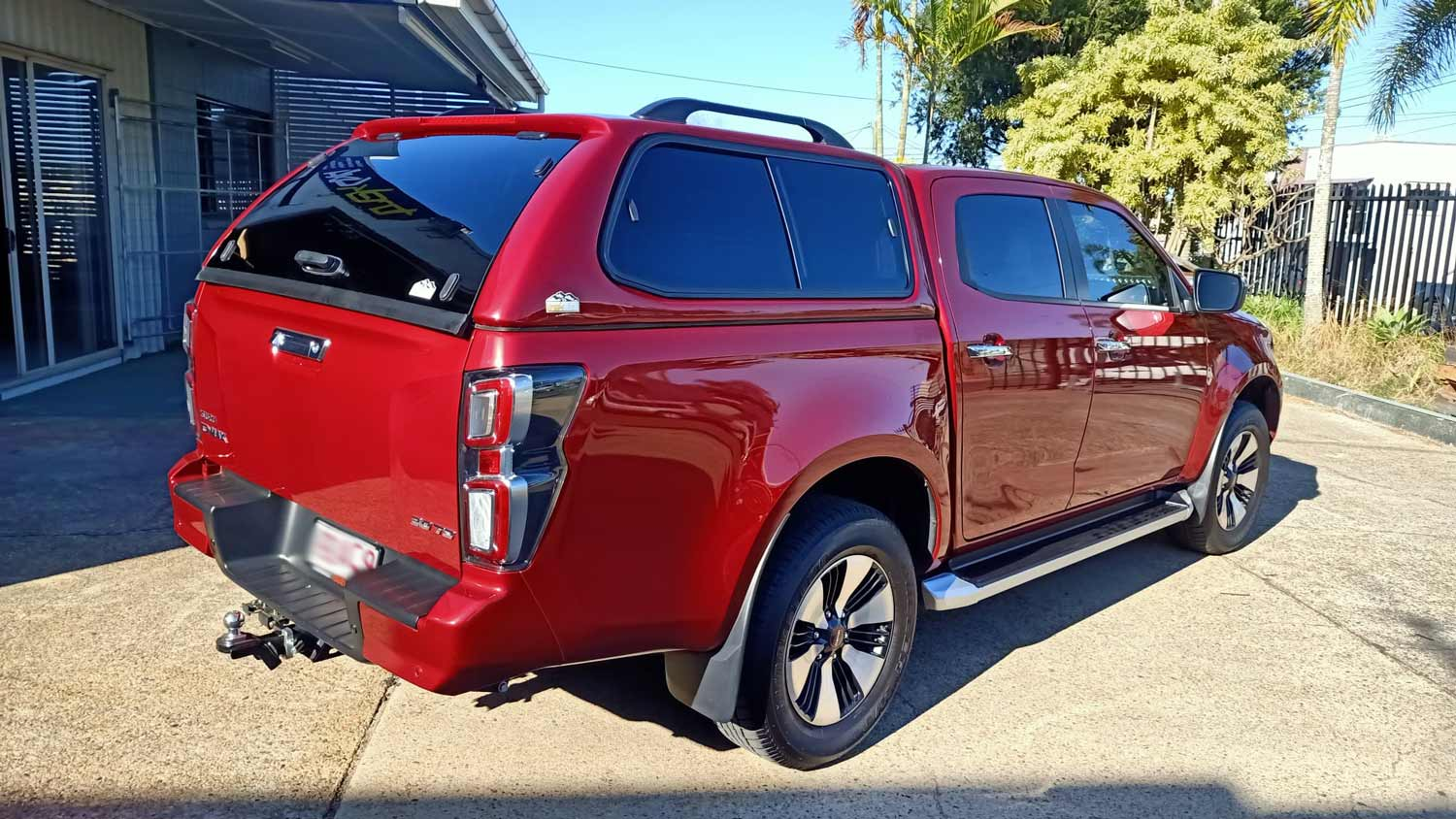 Isuzu D Max 2020+ - with Trek Canopy in 564 magnetic red- image 3